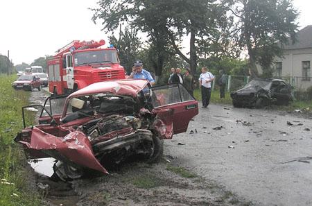 Четверо людей загинуло в результаті  зіткнення автомобілів
