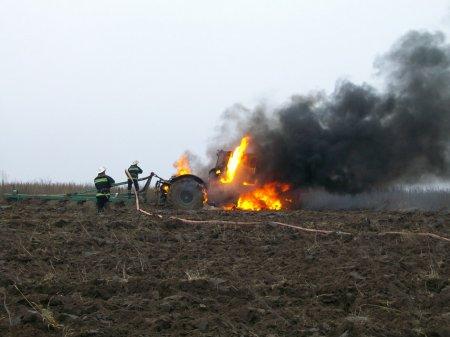 На Рівненщині згорів трактор