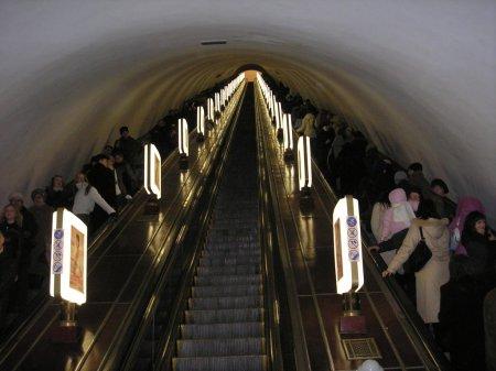 У вагонах київського метро  планують встановити камери спостереження