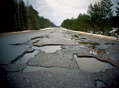 На дорогах державного та місцевого значення  повністю завершено ямковий ремонт