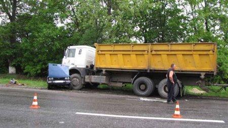 На Хмельниччині водій не впорався з керуванням - загинула уся його родина [ФОТО]