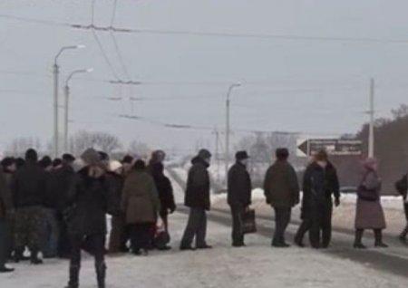 На Рівненщині працівники заводу з протестами вимагали зарплату