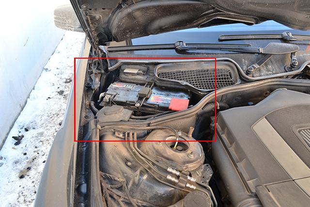 установка автомобильного аккумулятора на Мерседес в Киеве