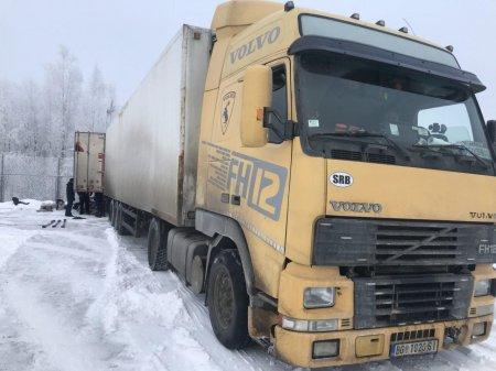 Рівненські митники не дозволили ввезти в Україну 27 тисяч блоків контрабандних цигарок