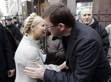 За два дні ЦВК вирішить, чи пускати Тимошенко з Луценком на вибори