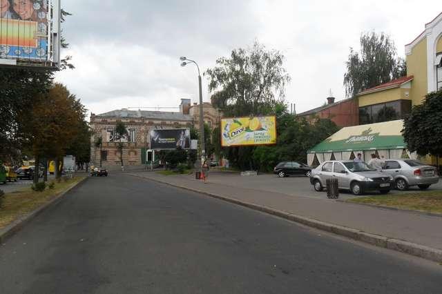 Рекламный щит в Ровно на Соборной