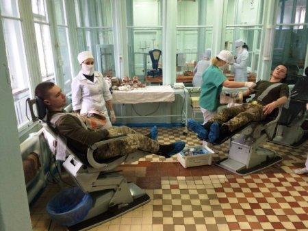 Учасники АТО з Рівненського гарнізону пожертвували свою кров для дітей із захворюваннями онкогематології
