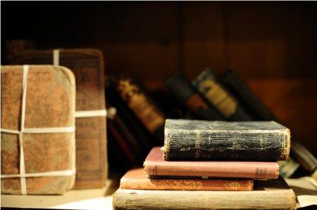 Как хранить антикварную книгу