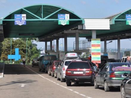 У чергах на кордоні з Польщею стоять понад 300 авто