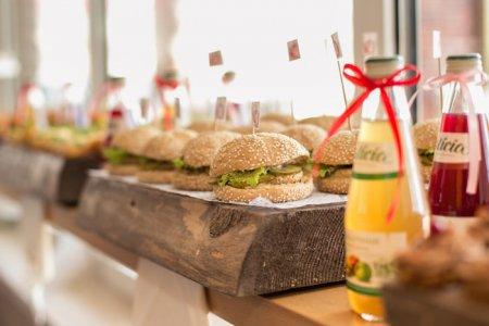 Доставка їжі. Революційна 24-годинна доставка їжі