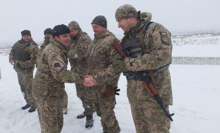 Військові інструктори ЗСУ вивчають тактику ведення дій підрозділів за станд ...