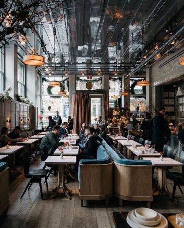 Лофт в интерьере ресторана: преимущества и особенности