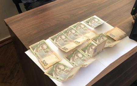 На Тернопільщині СБУ викрила на хабарі начальника відділу міськради