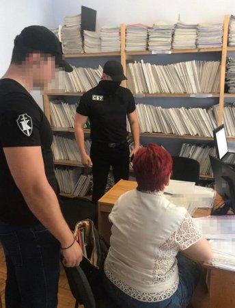 На Закарпатті СБУ блокувала механізм вимагання грошей у громадян за реєстрацію нерухомості