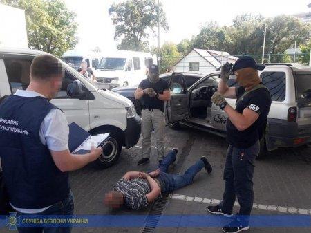 СБУ викрила на систематичних хабарях керівника митного посту на Івано-Франківщині