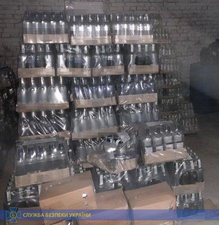 Блоковано діяльність мережі підпільного виробництва алкогольної продукції на Львівщин