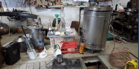 Наркоділки виготовляли у гаражі Чернівців амфетамін для збуту