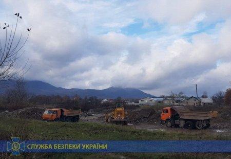 На Закарпатті чиновники сприяли нелегальному видобутку у річках гравійно-піщаної суміші